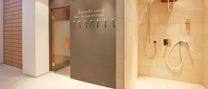 Switzerland_Davos_Hotel_National_spa_shower.jpg